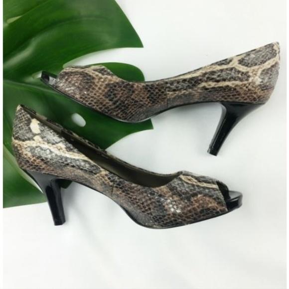 Bandolino Schuhes    Reserved Alicia 6 Snakeskin Peep Toe    Poshmark 078d54